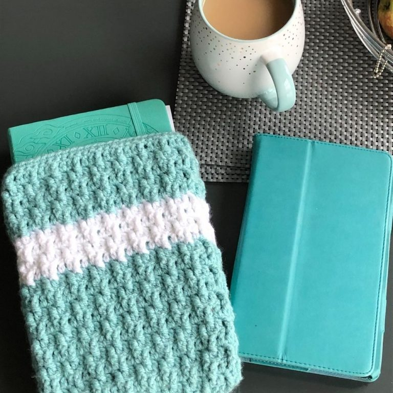 Easy Crochet Book Cover pattern – Marian Bay Book Cover
